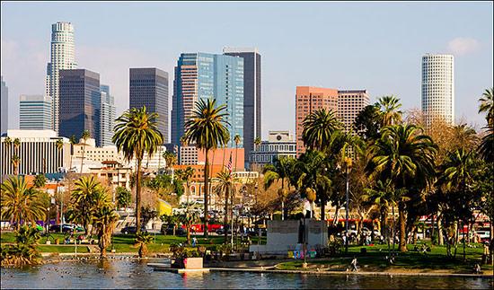 Los Angeles với thế mạnh về thương mại và tài chính, Hollywood – thiên đường điện ảnh, thung lũng Silicon