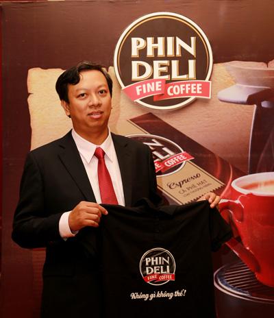 Thị trưởng Phạm Đình Nguyên tại lễ ra mắt thương hiệu cà phê PhinDeli và công bố đổi tên thị trấn Buford