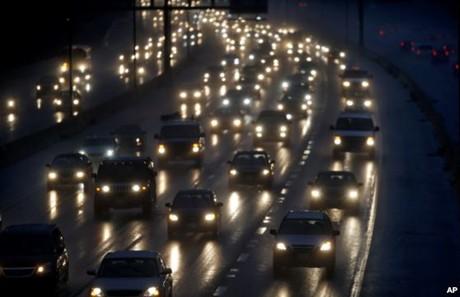 Nước Mỹ rộn ràng đón Lễ Tạ ơn. Xe cộ đông đúc trên quốc lộ 270 ngoài thủ đô Washington trước ngày Lễ Tạ ơn, hôm 26/11/2013.